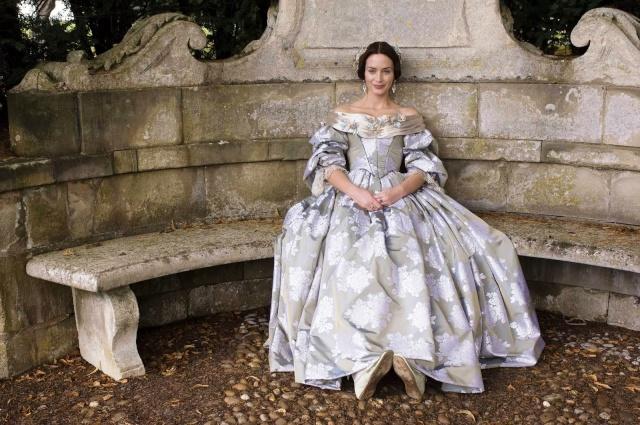 [PERIOD DRAMAS] Votez pour votre robe préférée ! Victor10