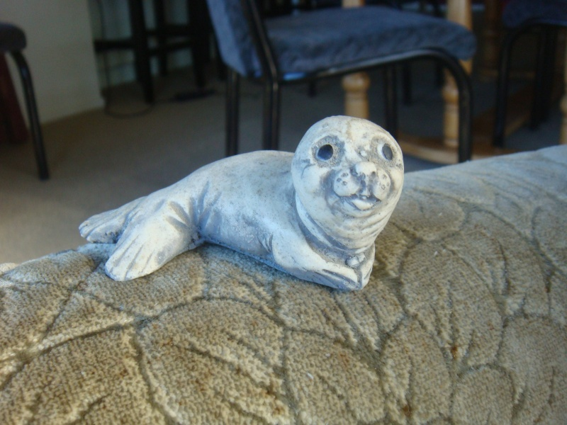 Who made this gorgeous little seal pup with stamp on base? Dsc06313
