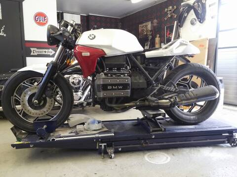 BMW K75 goes cafe racer
