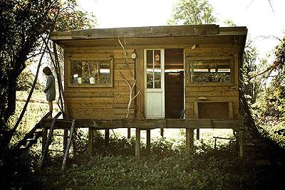 De toile, de bois ou de bric et de broc : les cabanes. Cab0110