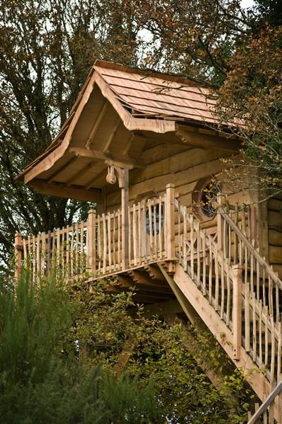 De toile, de bois ou de bric et de broc : les cabanes. Merlin10