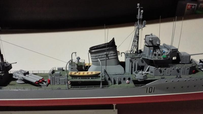 Destroyer Former Soviet Courageous a 1/200 de Trumpeter  Img_2075