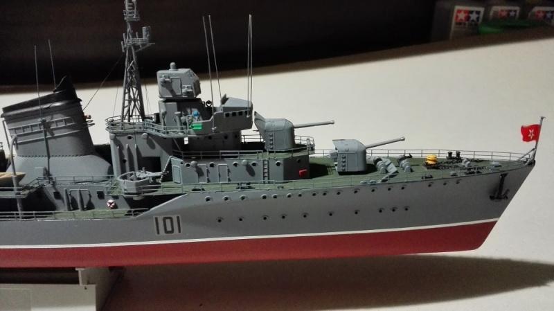 Destroyer Former Soviet Courageous a 1/200 de Trumpeter  Img_2076