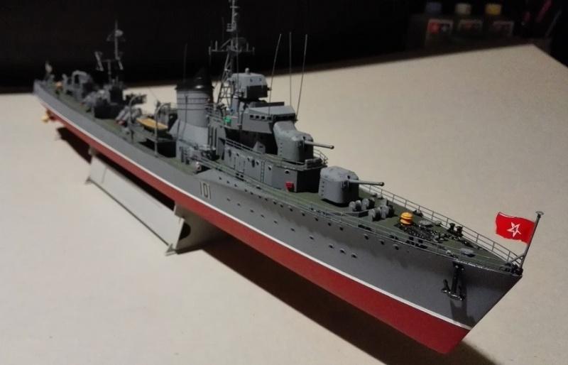 Destroyer Former Soviet Courageous a 1/200 de Trumpeter  Img_2077