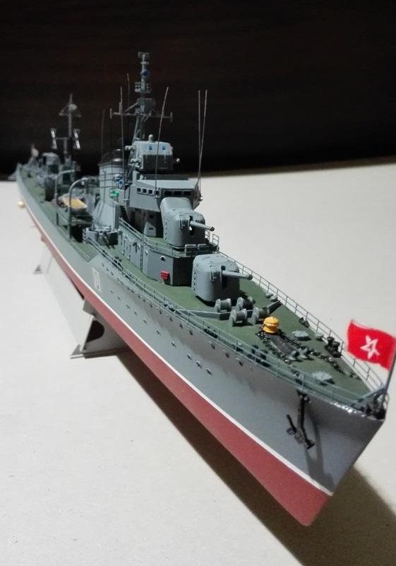 Destroyer Former Soviet Courageous a 1/200 de Trumpeter  Img_2078