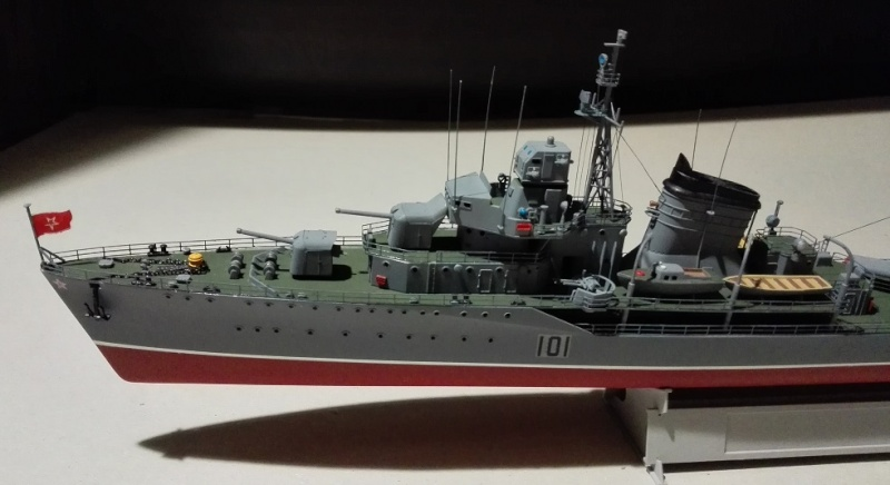 Destroyer Former Soviet Courageous a 1/200 de Trumpeter  Img_2081