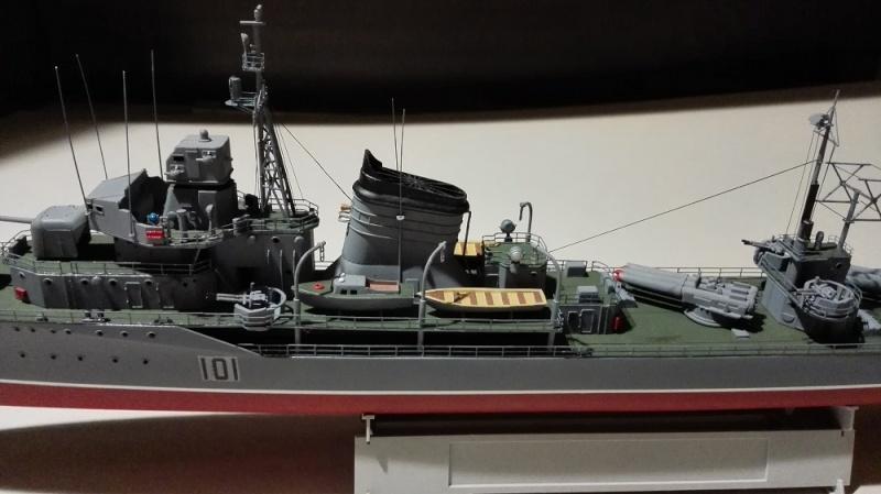 Destroyer Former Soviet Courageous a 1/200 de Trumpeter  Img_2082