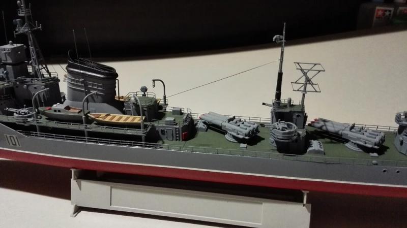 Destroyer Former Soviet Courageous a 1/200 de Trumpeter  Img_2083
