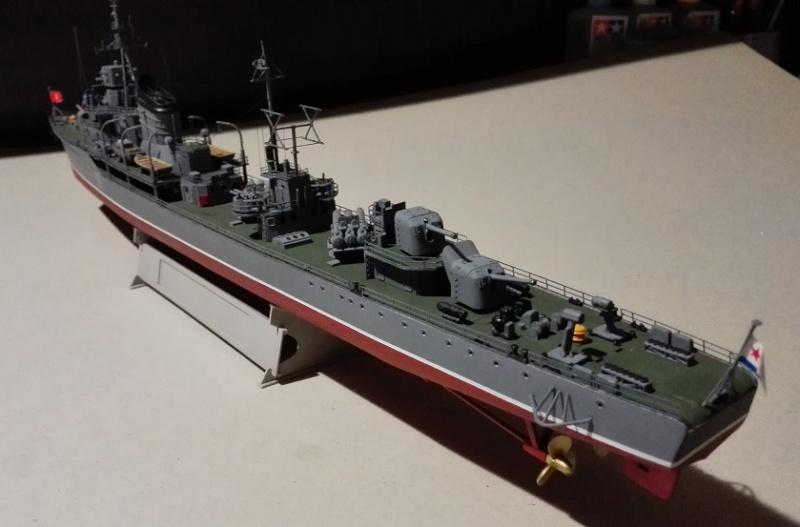 Destroyer Former Soviet Courageous a 1/200 de Trumpeter  Img_2085