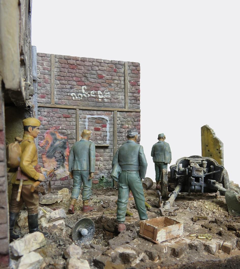 Mur d'usine _ Stalingrad  Septembre 42 _ Victoire __1/35 - Page 4 15080413