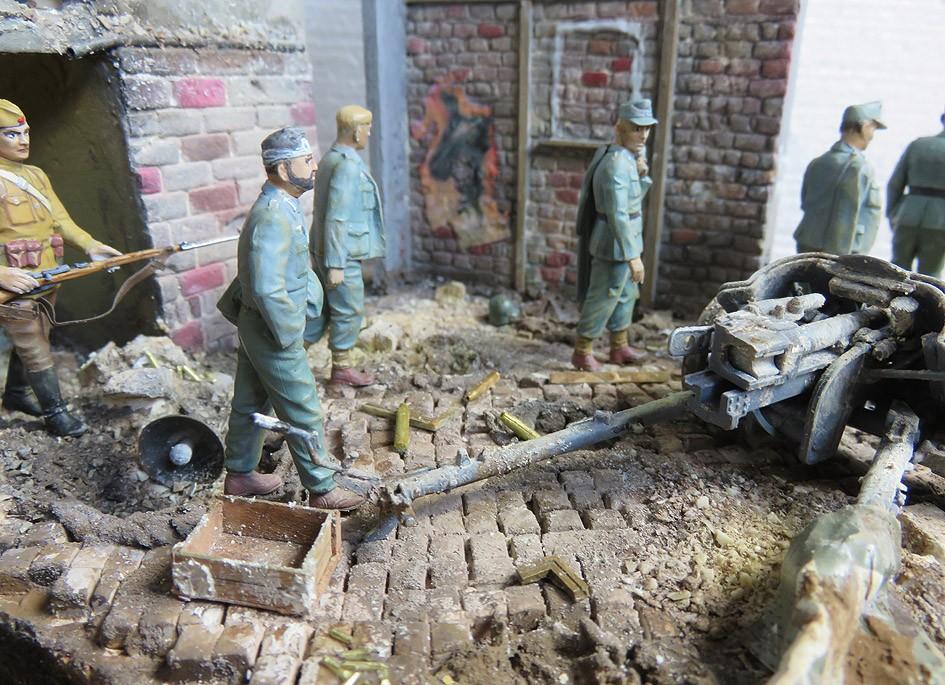 Mur d'usine _ Stalingrad  Septembre 42 _ Victoire __1/35 - Page 4 15080414
