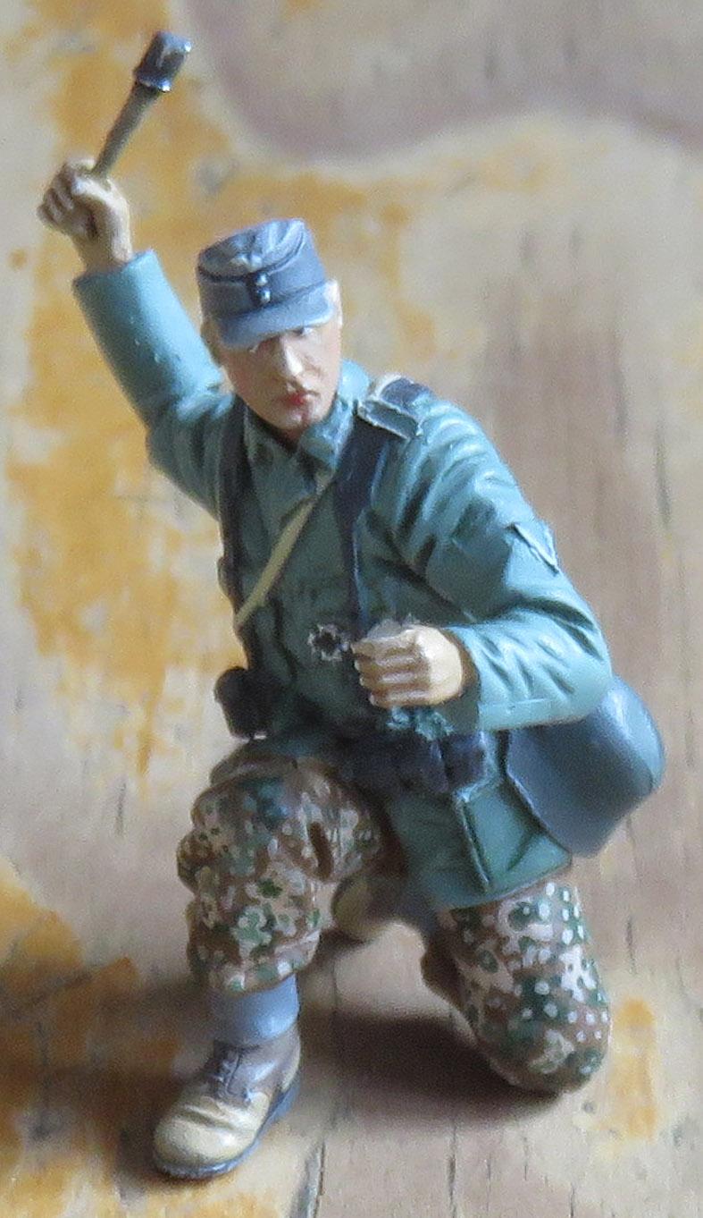 Mur d'usine _ Stalingrad  Septembre 42 _ Victoire __1/35 - Page 4 15080419