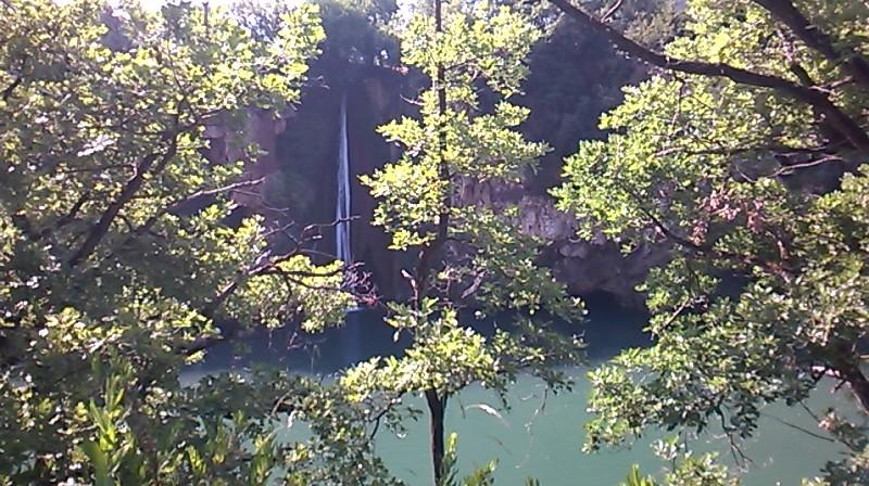 CR (Photos & Vidéo)  : TSO : 06-07/06/15 Sortie au Viaduc de Millau & environs Cascad10
