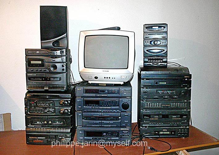 [VENDU] Lot de cinq chaines hifi plus un televiseur  25€ Img_5610