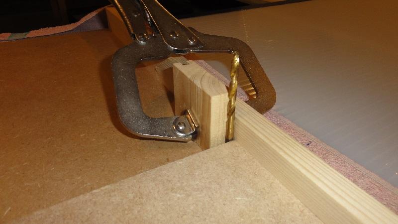 gabarit à couper d'équerre pour scie plongeante (facile à faire) Dsc00717