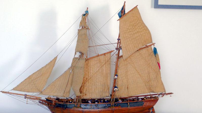 LA TOULONNAISE, goelette de 1823 au 1/75 par parellum, sous voiles, et photos Musée de la Marine - Page 3 710