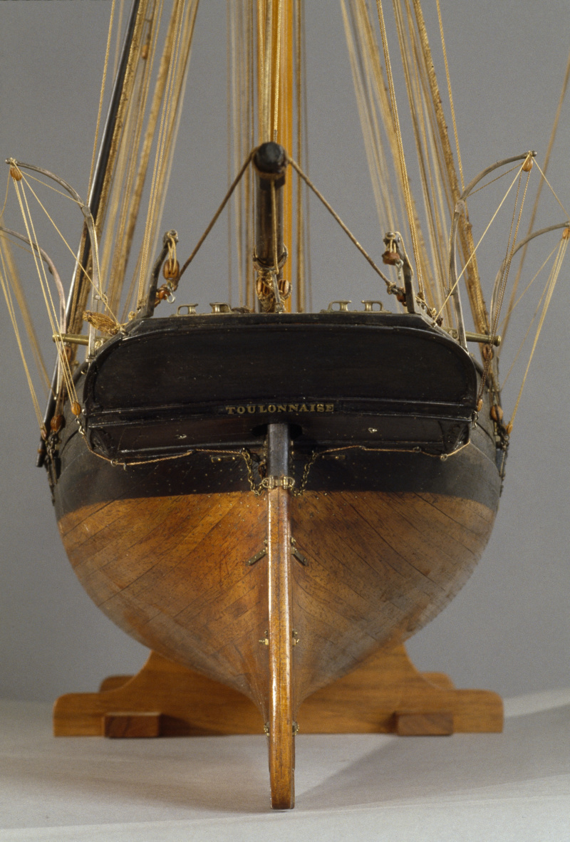 LA TOULONNAISE, goelette de 1823 au 1/75 par parellum, sous voiles, et photos Musée de la Marine - Page 3 M5026_15