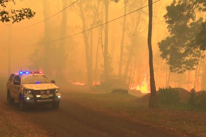 BREAKING - Fire near SOFALA Goldtown.  Bells Line of Road now subject to police road closures 11801510