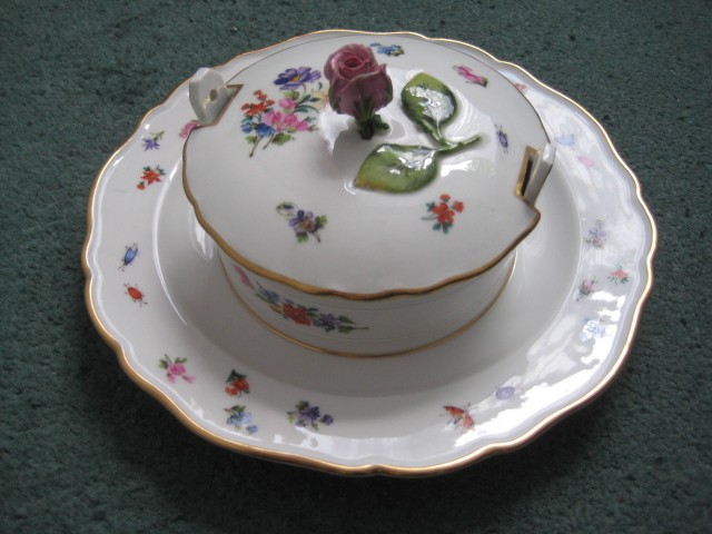 Meissen bowl with attached underplate (apologies if posted in wrong area) Meisse10