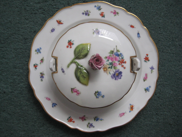 Meissen bowl with attached underplate (apologies if posted in wrong area) Meisse12