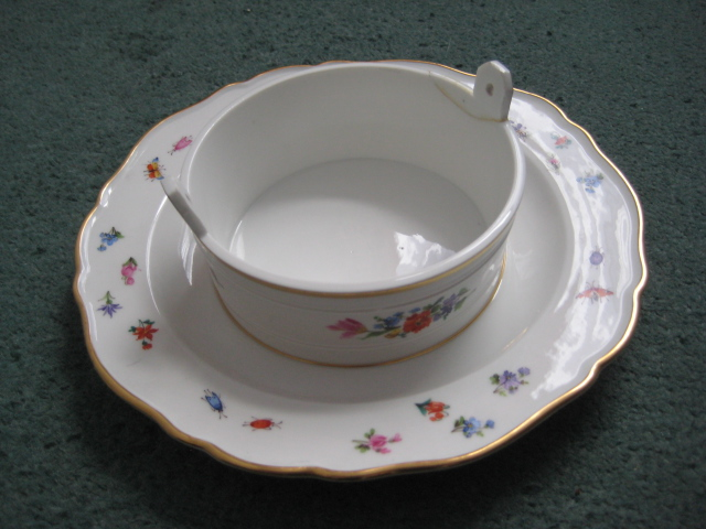Meissen bowl with attached underplate (apologies if posted in wrong area) Meisse13