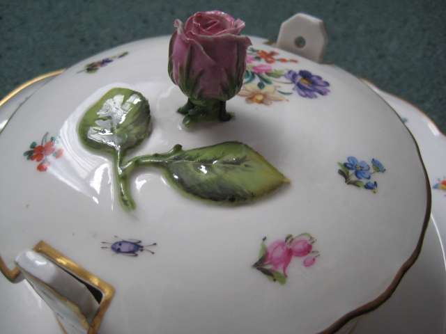 Meissen bowl with attached underplate (apologies if posted in wrong area) Meisse16