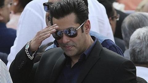 Mega-Estrella de Bollywood condenada a 5 años de prision Salmkh10