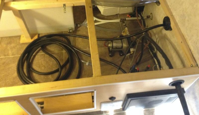 Max 21, sous le lit, Rangement du cable 30 amp. Chcabl10