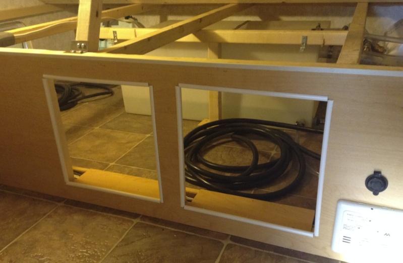 Max 21, sous le lit, Rangement du cable 30 amp. Chcabl11
