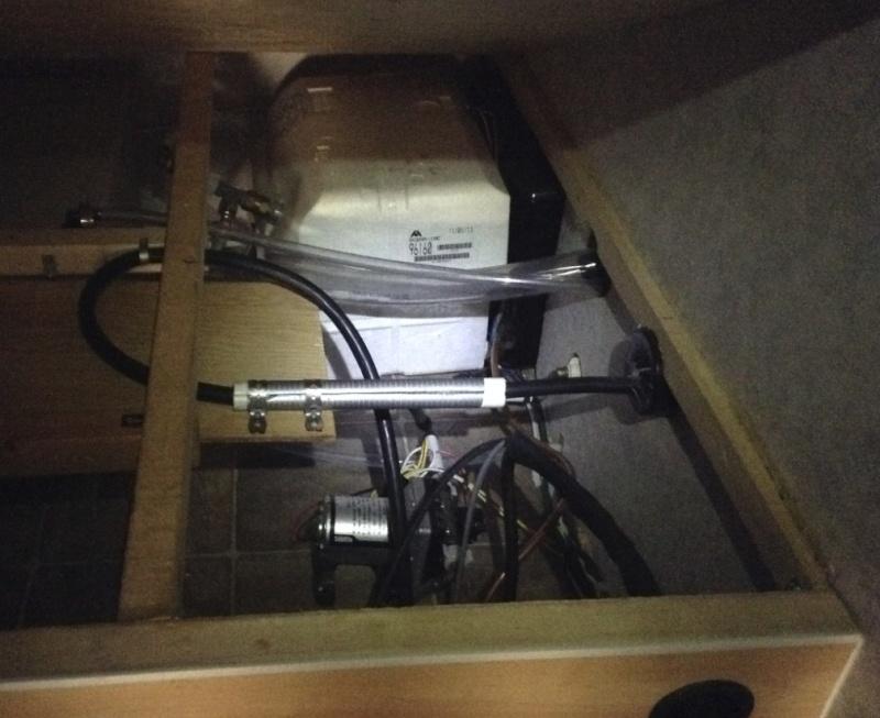 Max 21, sous le lit, Rangement du cable 30 amp. Chcabl16