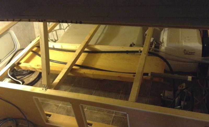 Max 21, sous le lit, Rangement du cable 30 amp. Chcabl17