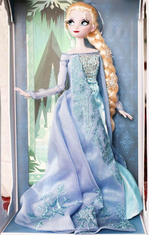 Disney Store Poupées Limited Edition 17'' (depuis 2009) - Page 39 Elsasn17