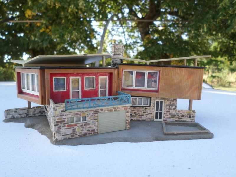 fifties ville in ho - décors de train de style mid century modern - Vintage HO and OO plastic toy train building  Sam_3729