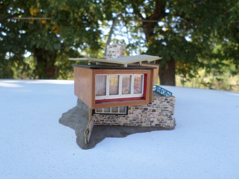 fifties ville in ho - décors de train de style mid century modern - Vintage HO and OO plastic toy train building  Sam_3735