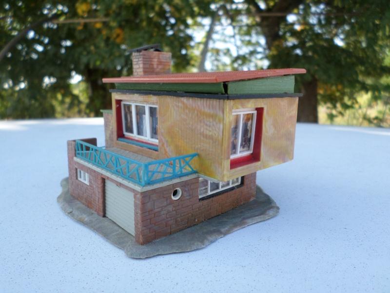 fifties ville in ho - décors de train de style mid century modern - Vintage HO and OO plastic toy train building  Sam_3819