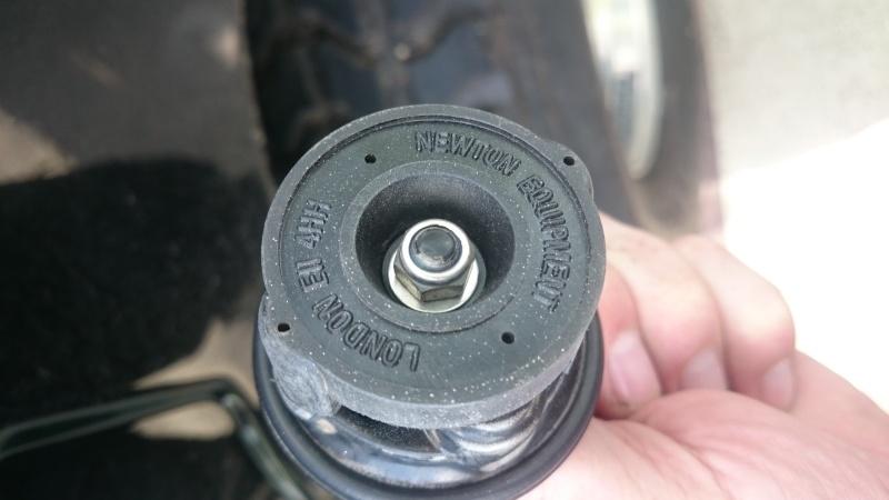 Bouchon de réservoir sur hummer H1 Dsc_0010