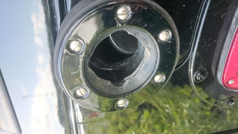 Bouchon de réservoir sur hummer H1 Dsc_0014