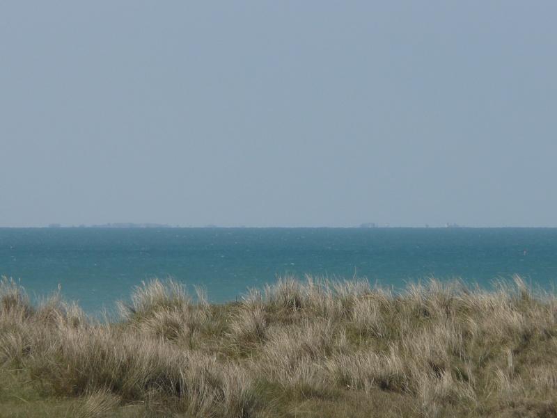 Les incroyables maisonnettes en pleine mer sur les îlots des Écréhou. P1370610