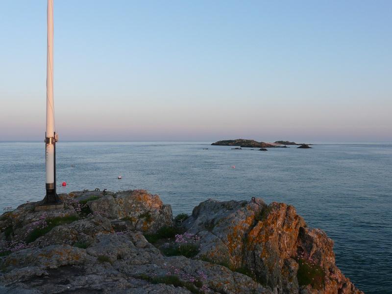 Les incroyables maisonnettes en pleine mer sur les îlots des Écréhou. - Page 3 P1470725