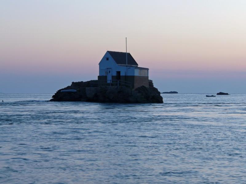 Les incroyables maisonnettes en pleine mer sur les îlots des Écréhou. - Page 4 P1470727