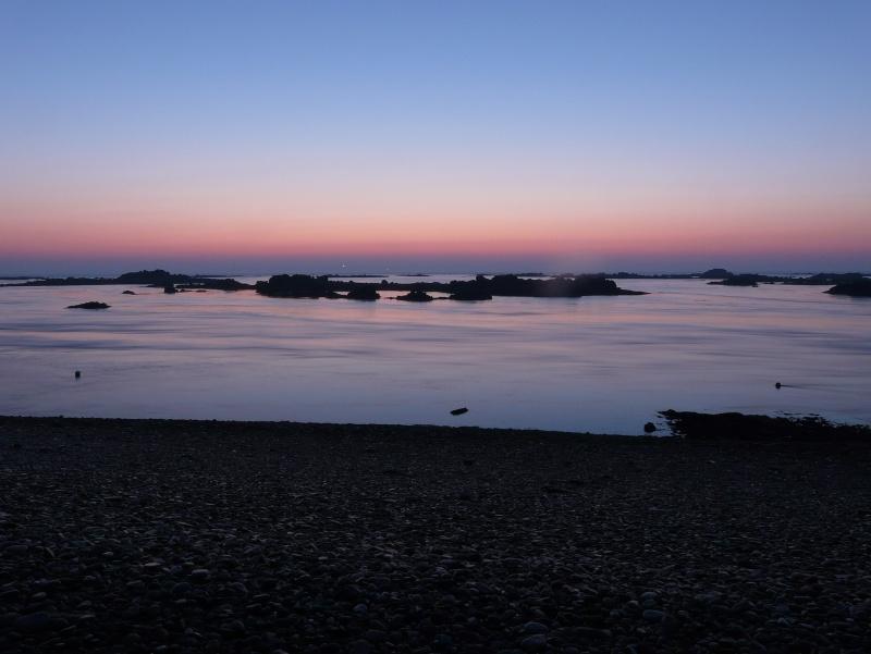 Les incroyables maisonnettes en pleine mer sur les îlots des Écréhou. - Page 4 P1470815