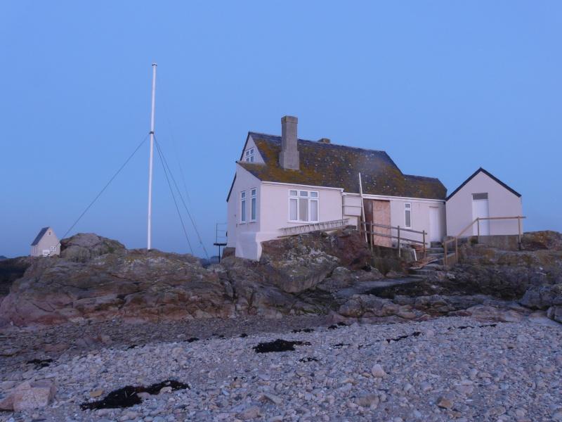 Les incroyables maisonnettes en pleine mer sur les îlots des Écréhou. - Page 5 P1470816