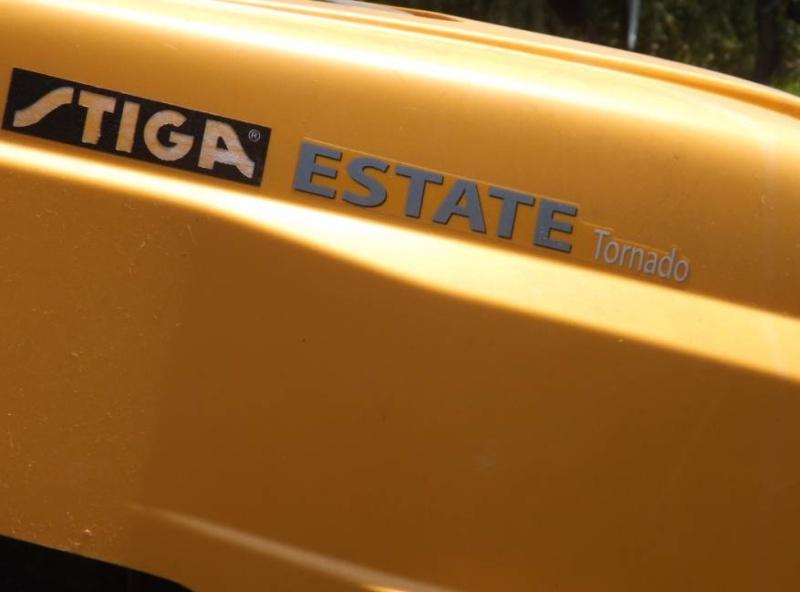 Changement courroie de transmission Stiga Esate Tornado + boite à vitesse 0310