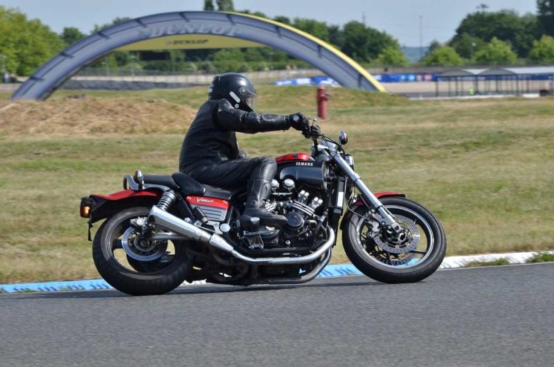Classic Machines les 13 et 14 juin au circuit Carole - Page 9 Dsc_8210