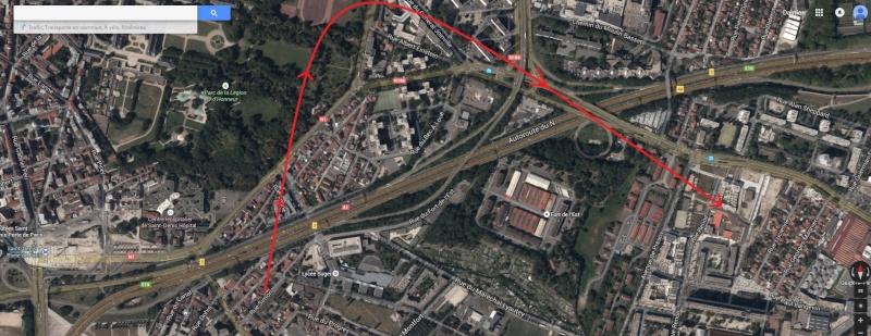 2015: le 09/04 à 15h45 - polyèdre noir à plusieurs faces -  Ovnis à Saint-denis - Seine-Saint-Denis (dép.93) Direct10