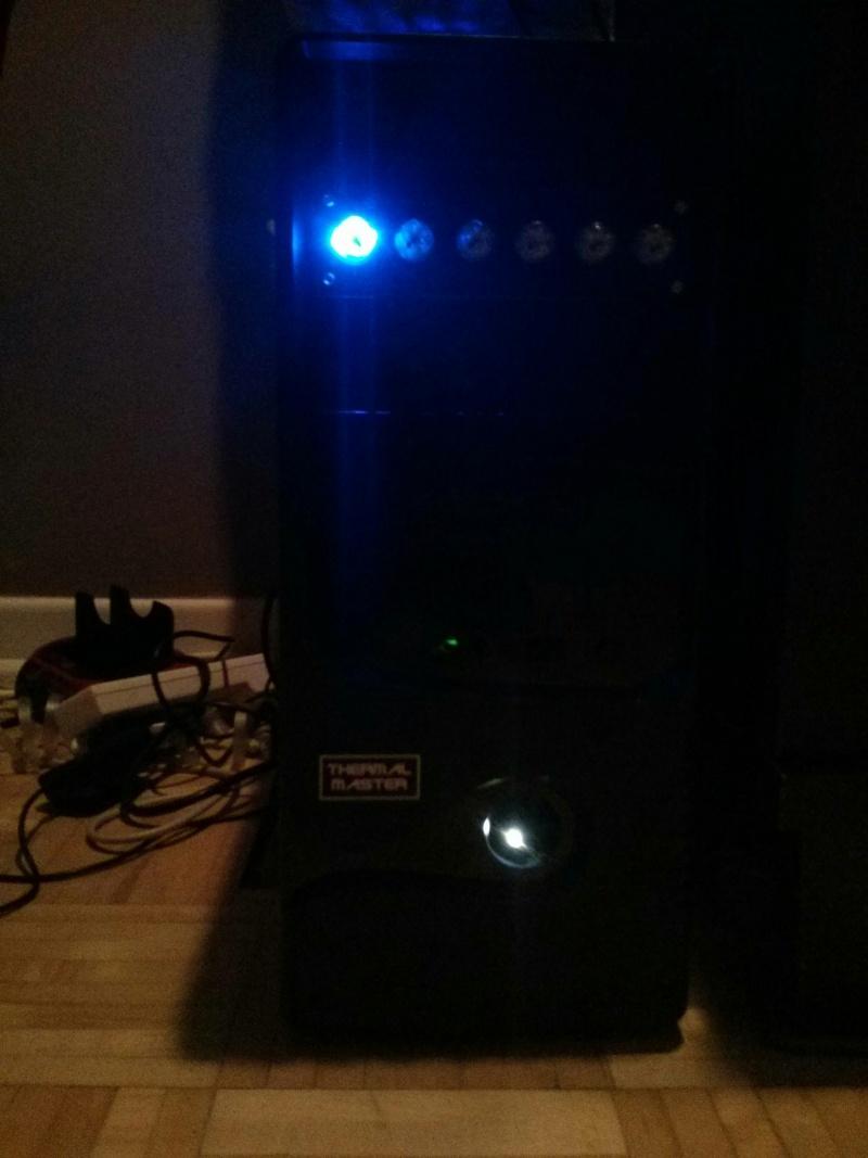 WTF?!?! un Dell dans un case after market... et qui marche??? Img_2012