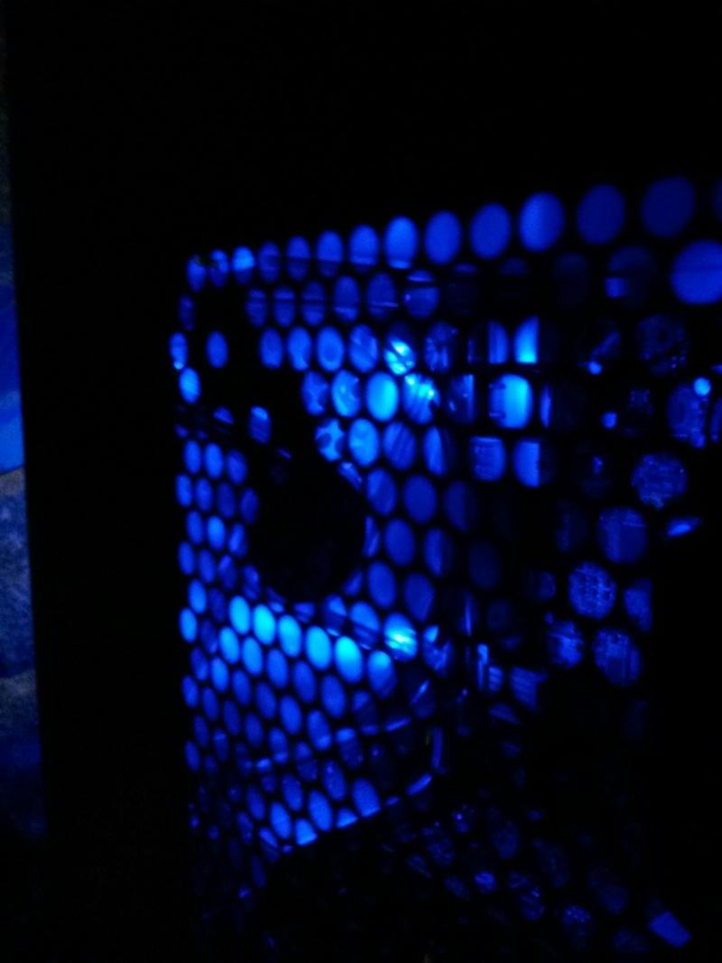 WTF?!?! un Dell dans un case after market... et qui marche??? Img_2013