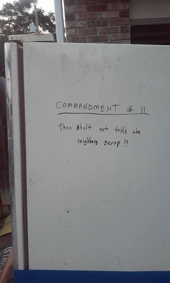 Thou shalt not take the neighbors' scrap... Fan photo... 11696710