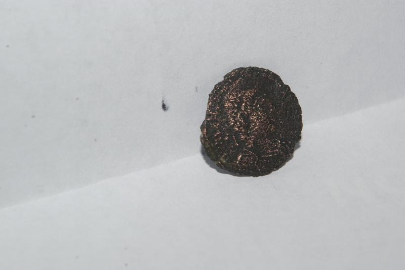 nummus Valentinien pour Arles Imgp7316