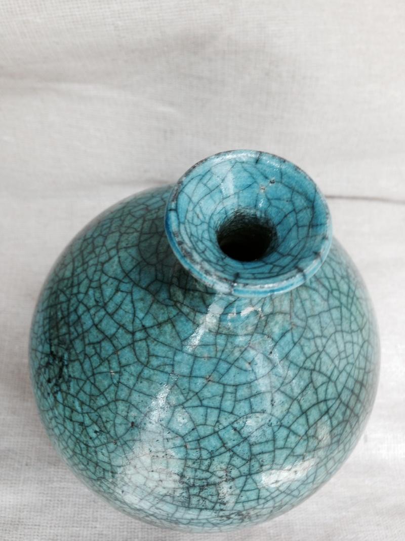 Crackle glazed vase, R mark on it,  need help to ID please. Photo_33
